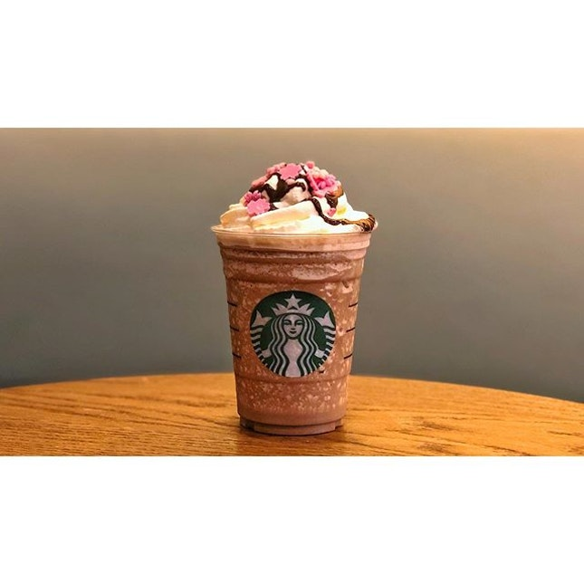   🥤 A Swirl of Flavours in the Frap 。...
