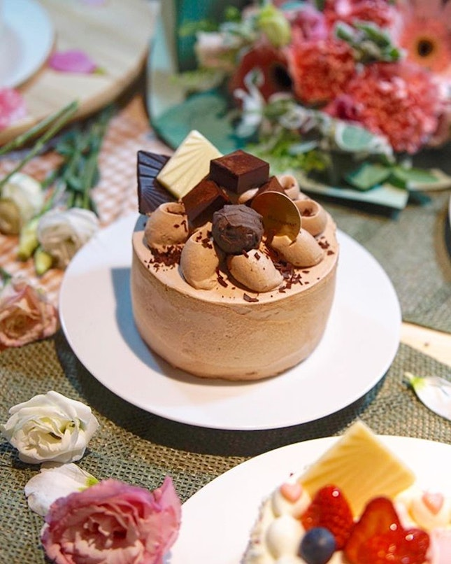Chateraise Mother's Day Cake Last chance to get your Mother's Day cake and why not get them from @chateraise.singapore!