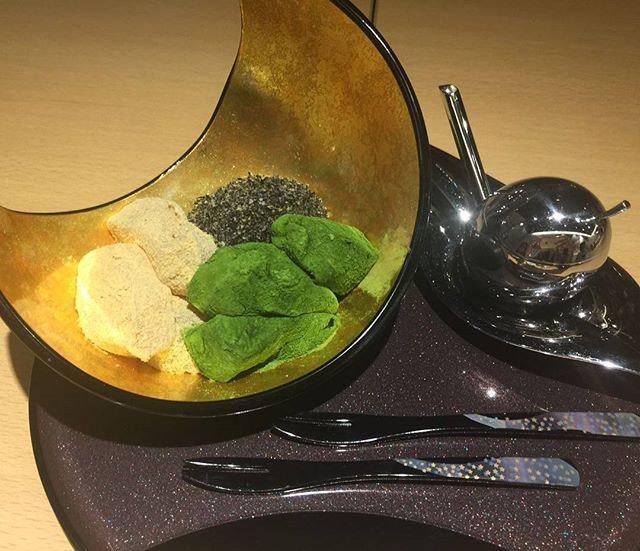 TheSanshoku Warabi Mochi(SGD$8.80) - Japanese mochi comprising 3 flavours, namely goma, kinako and matcha, served in a beautiful dish.