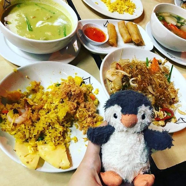 #cheapeats #thaifood #pineapplefriedrice🍍🍚 #tomyumgoong #omelette #cheapandnice👍 #peanutsjourney #peanutfindingbutter #burpple #hollandvillagefood