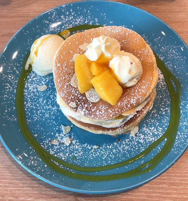 Fluffy Mango Pancakes