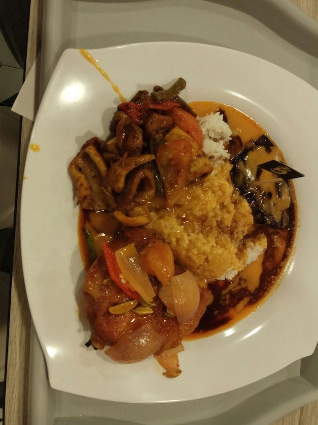 Hainanese Curry Rice $11( +$3 For Each Additional Meat)