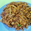 It's kinda hard to capture char kway teow (fried flat rice noodles) and make it look pretty.