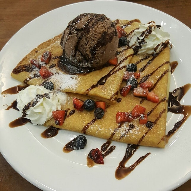 Swedish Pancakes Crepe W Chocolate Ice Cream And Berries