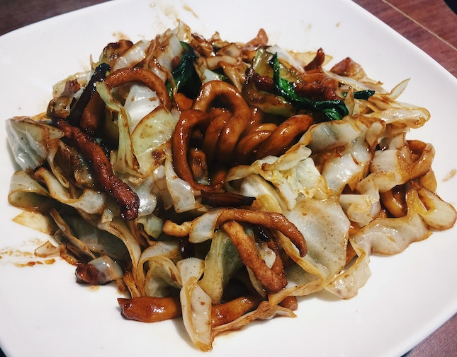 Sautéed Thick Noodle with Shredded Pork & Cabbage in Shanghai Style