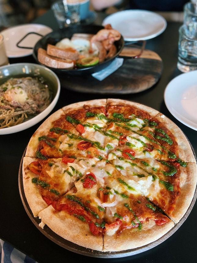 Kelong Prawn & Scallop Pizza