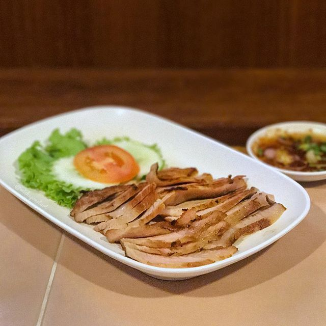Packed with mostly locals, Inter Restaurant is a humble, non-pretentious eatery that serves local thai dishes at afforable prices.