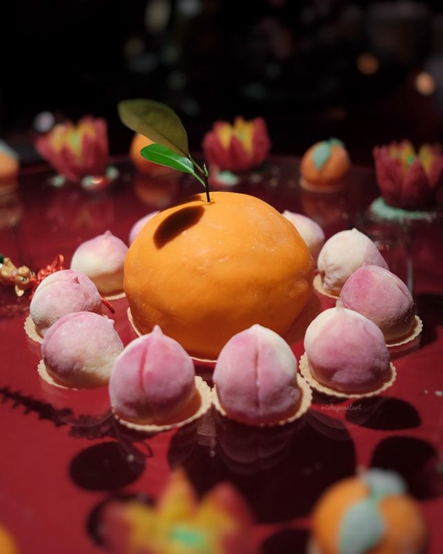 Delightful desserts (mochi) shaped in properous mandarin oranges and longevity bun.
