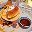 Brunching scenario ;) #pancakes #lurou #bacon #banana #maplesyrup #chickenfusilli #cafehoppingsg #fluffyunicorn🦄 #2018❤️ #burpple