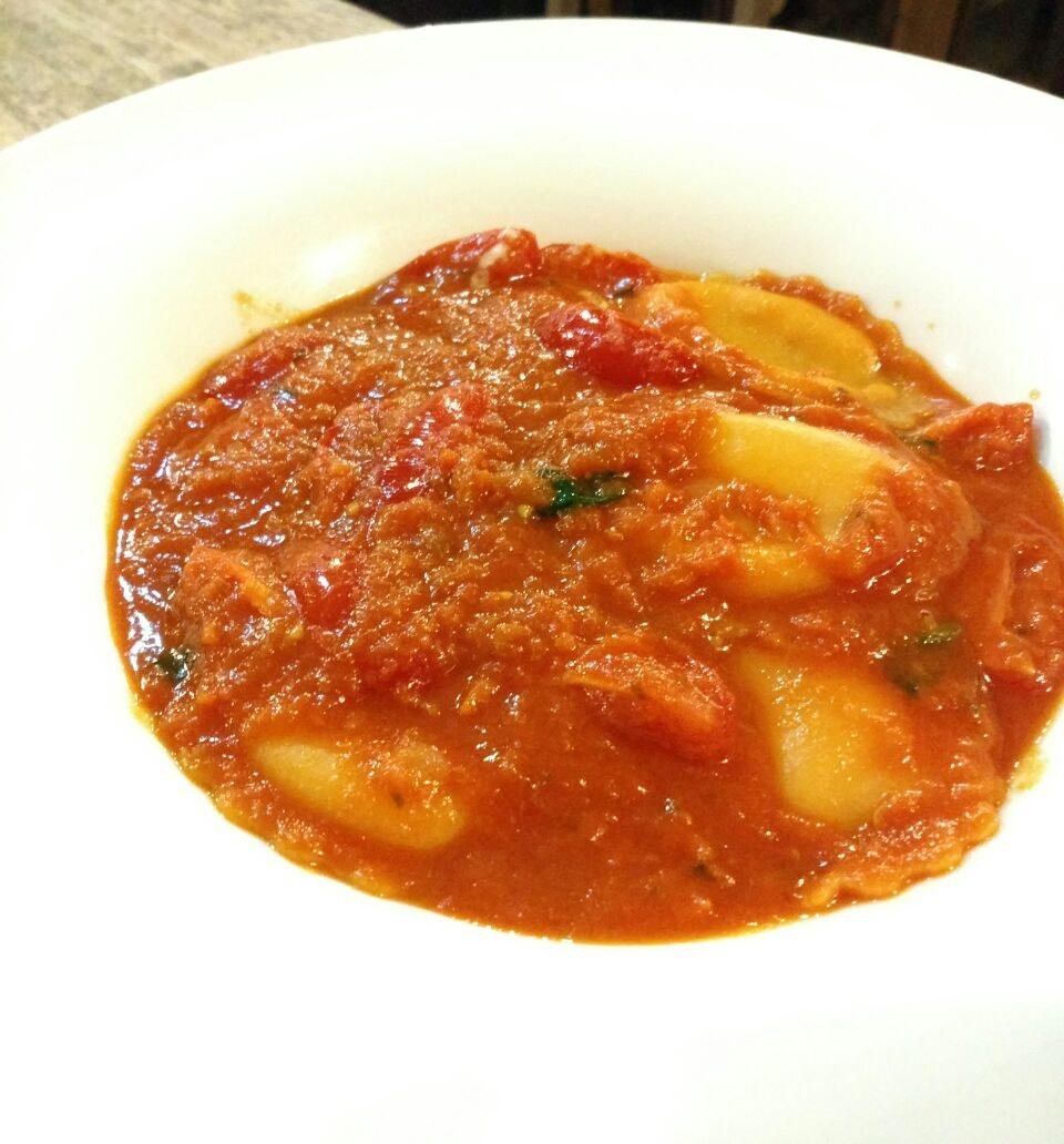 Ravioli Rossi con Burrata al Pomodoro ($20.90++)