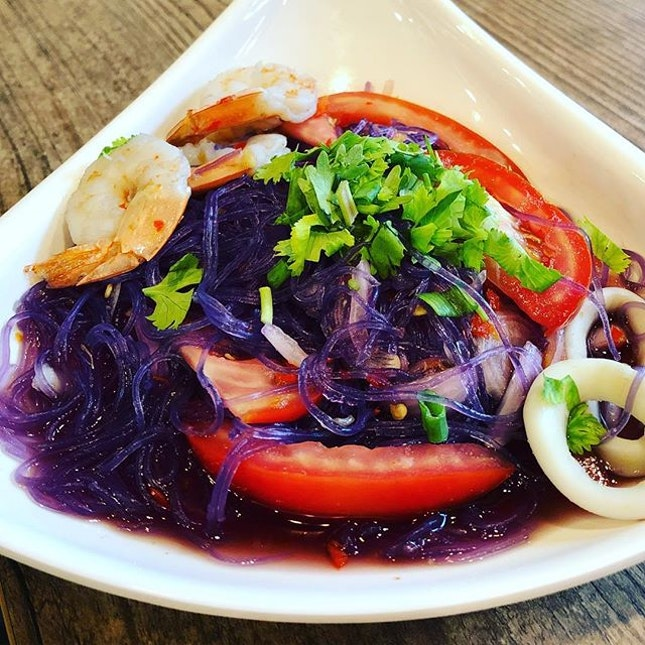 Butterfly pea glass noodle .