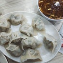 When you crave for dumplings but lazy to make one.🤣 This is one of the commonly found combination in Taipei.