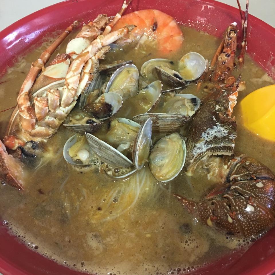 Lobster MeeHoon Soup (龙虾米粉汤)