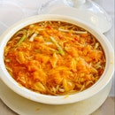 E Fu Noodle In Soup With crab Meat & Crab Roe $36.00++