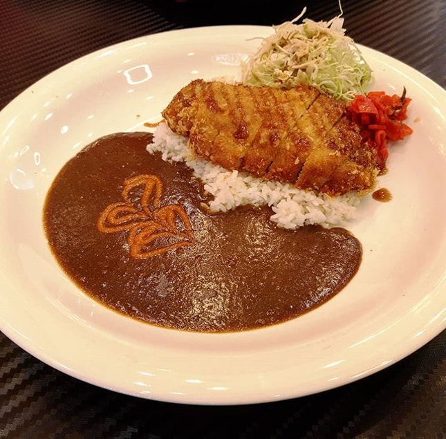 Pork katsu curry 😍😍😍 Bought it with family set deal (2-9pm), comes with 2 main dishes, 2 drinks, 2 soup of the day and 1 honey toast!!!