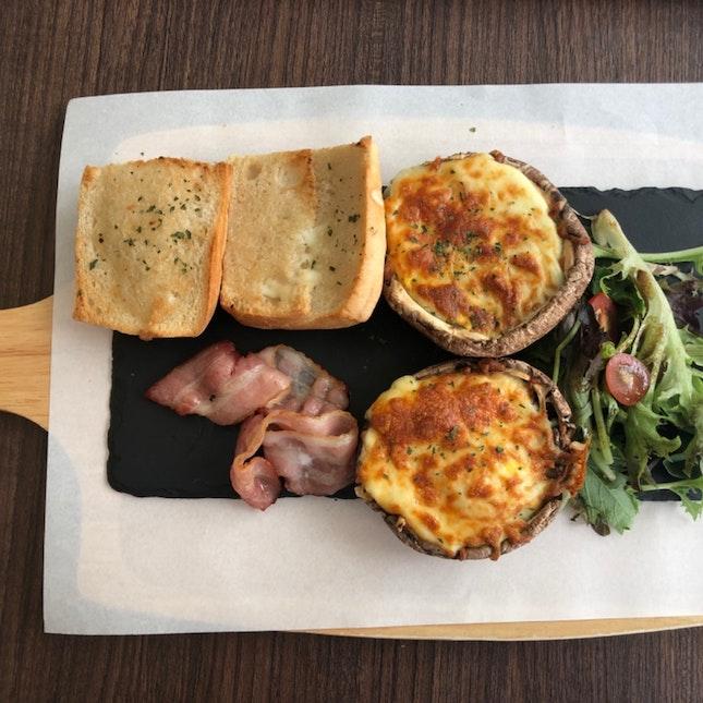 Egg & Cheese Portobello Mushroom with Grilled Bacon ($16.90)