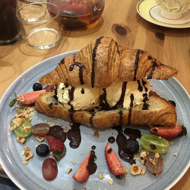 Gelato Croissant