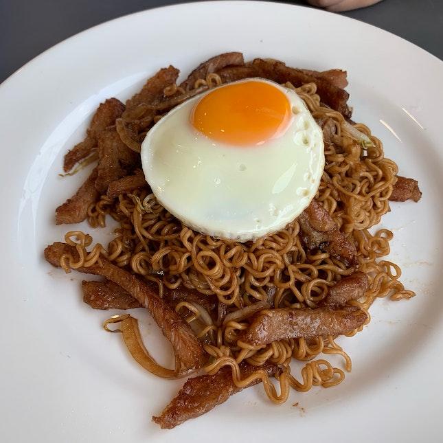 Fried Nissin Noodles with Fried Egg & Pork Fillet