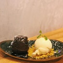 After a big hearty big, all i can think of is this Chocolate Cake w/ Gelato ($9.90) at KOON!