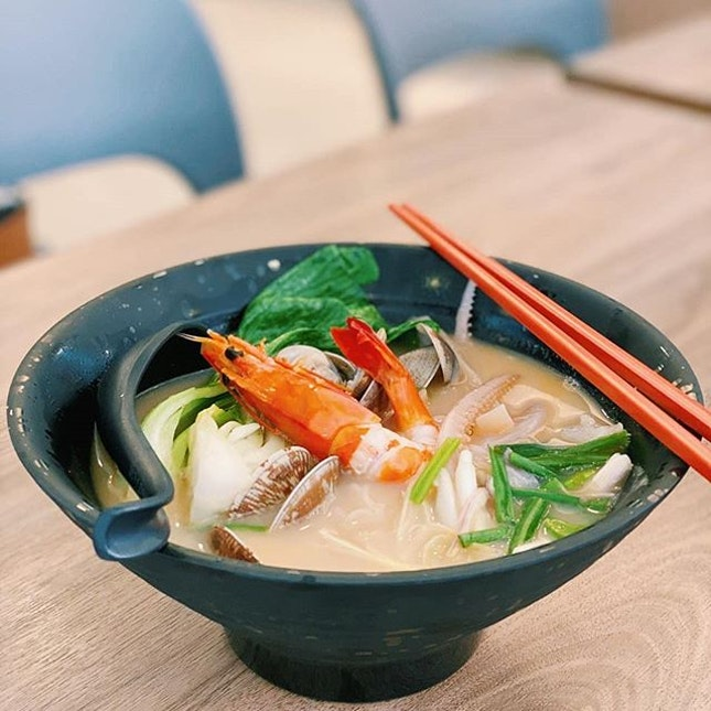 XO Seafood Beehoon, $8.90  XO flavour is strong in this bowl!