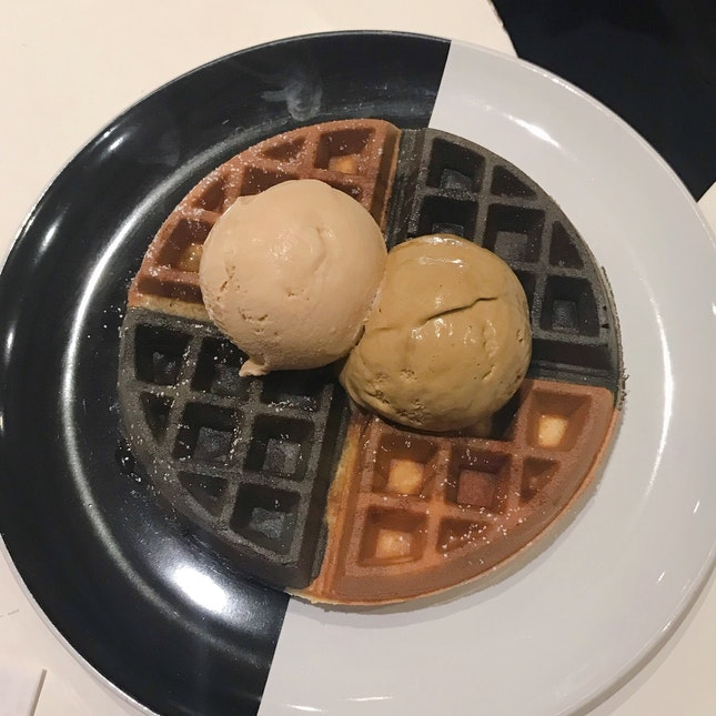 Yuan Yang w/ Double Scoops Ice Cream
