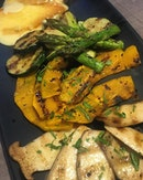 Grilled vegetables platter with grilled smoked cheese.