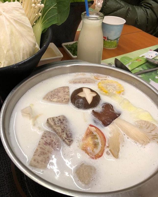 Creamy fresh milk as soup base.