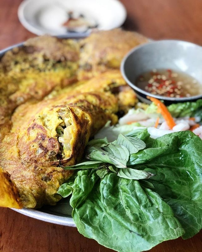 Banh xeo, this time the non vegetarian version.