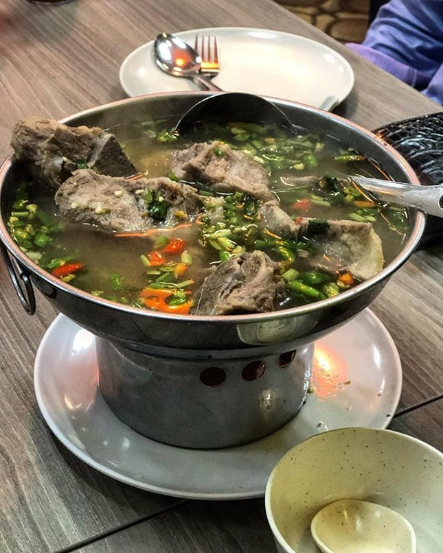Spicy pork bone soup.