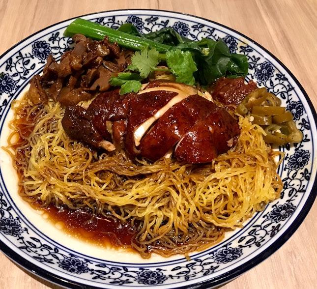 醬香雞腿麵+雞珍  $8.60