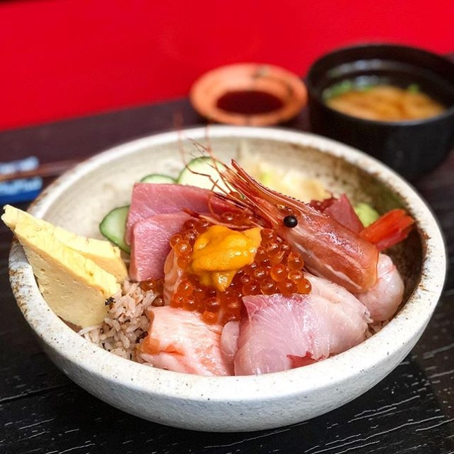 Premium chirashi Don ($48++) Tuna belly, salmon belly, amberjack, snapper, salmon roe, botan shrimp, with a bit of Uni topped.