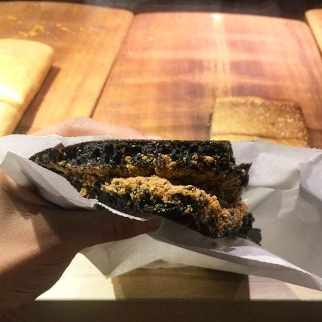 Finally tried their charcoal peanut pancake!!!