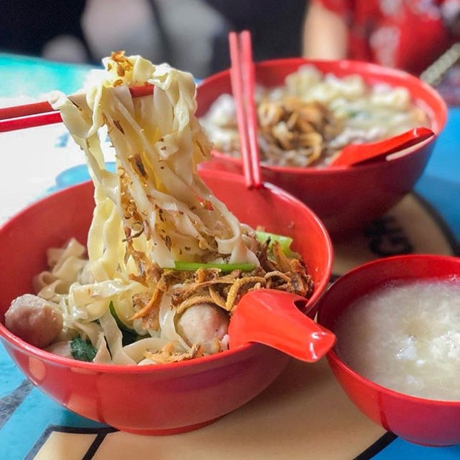 @ L32 手工面 Handmade Noodles Raining that day so was craving for a hot bowl of mee hoon kueh soup🤤 Always preferred mee hoon kueh to ban mian cuz it's alot chewier especially if it's in thick slices hehehe.