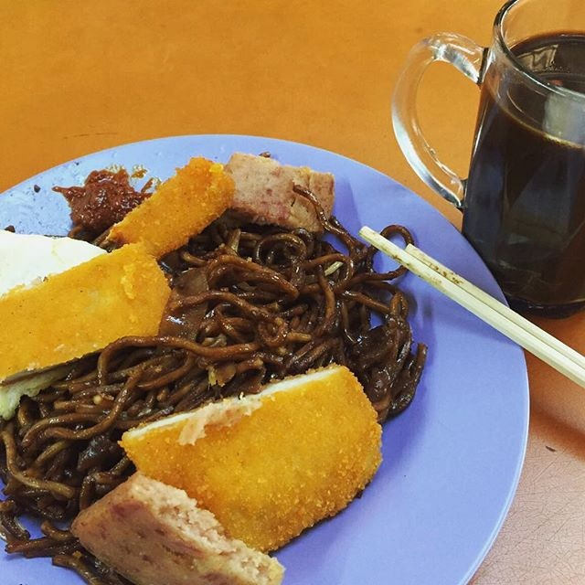 Economic noodles and kopi siu dai for breakfast!