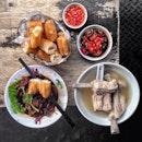 ~ Meat Bone Tea Party ~ What I'll always order @legendarybkt_atrangoon, the 發传人肉骨茶 aka Legendary Bak Kut Teh with 全排骨 (All Ribs) @ $10!