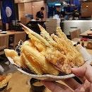 My tempura set is oozing with calories, but it's soooooooo good.....