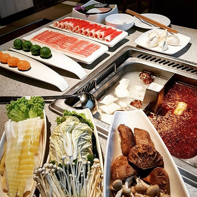 I can HDL everyday 💖 Especially with my BFFs @vinnage  #eeeeeats #sgfoodporn #foodsg #instasg #singaporefood #exploresingapore #whati8today #sgfoodies #sgeats #sgfoodtrend #foodiesg #foodpornsg #eatoutsg #sgdining #sgrestaurant #yoursingapore #singaporeinsiders #burpple #eatbooksg #exploresingaporeeats #sgfooddiary #haidilao #haidilaosteamboat #steamboat