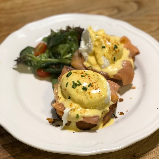 Eggs Benedict W/ Smoked Salmon On Croissant Roll ($17)