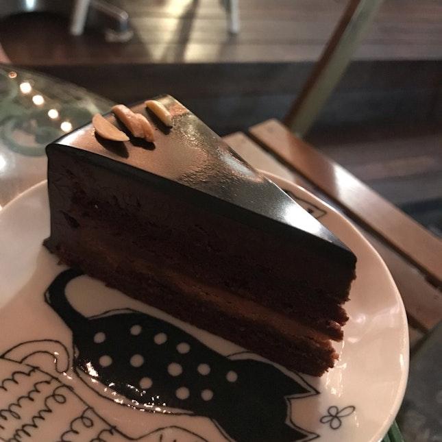 Chocolate crunch cake ($6)