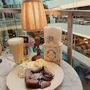 🍰☕ with a view - chocolate overdose 😅😅 #emquatier #whatweate  #audreycafedesfleurs | chewy melty chocolate cake ~ damn rich | cafe latte | #alexizumitravels  #happyweddinganniversary  #八年婚姻快樂  #cafehopping #cafehoppingbkk #cafebkk #bkkcafe #bkkeats #sgfoodie #sgfoodies #dessertporn #dessertstagram #foodporn #foodstagram #foodgasm #whati8today #iweeklyfood #openricebkk #welovecleo #burpple #sgmakandiary #swweats 📷: #s7edge