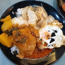 inexpensive piping h0t hainanese curry chicken ✕ p0rk ch0p curry rice!
