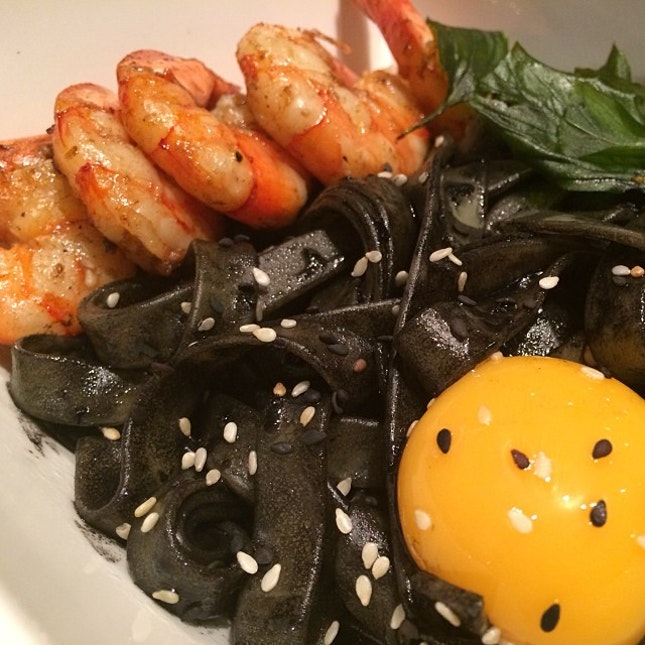 Eeeeggggggggg forgot to take a video of e oozzzzeeee #kiloatpact #sgfood #singapore #orchardcentral squid ink pasta, prawns, egg yolk