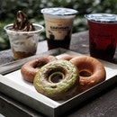 Baked donuts paired with kurozu beverages.