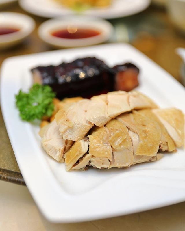 [Canton Paradise] - A simple but yet delectable dish on the menu is the Steamed Kampong Chicken in Canton Style ($13.80).