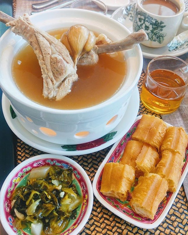 [Lobby Lounge] - Known for its peppery Bak Kut Teh, this family-run brand - Legendary Bak Kut Teh uses fresh Indonesian pork and Sarawak peppercorn to create that tummy warm dish.