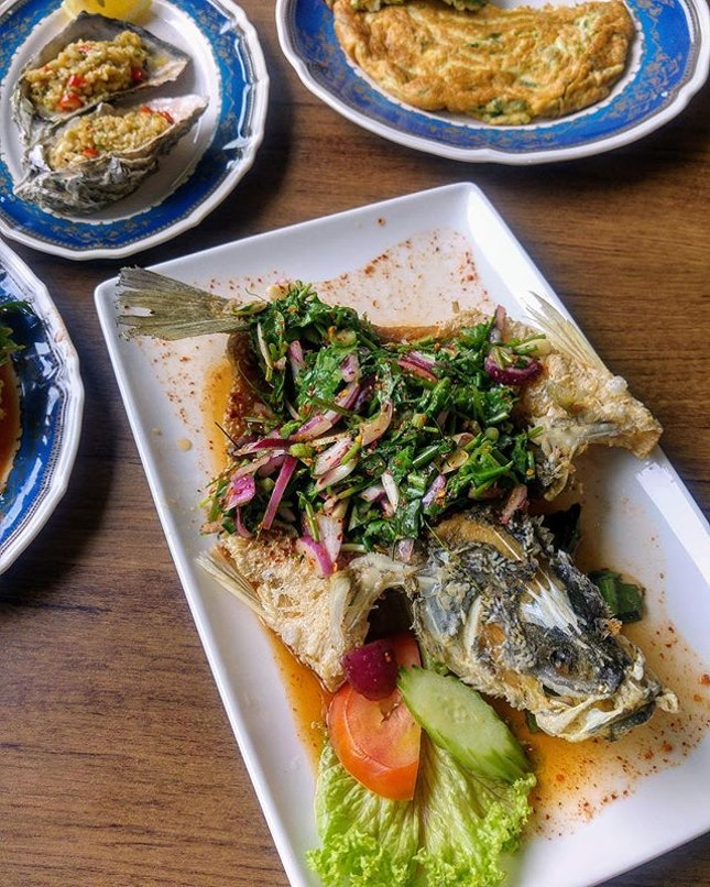 [Soi Thai Soi Nice] - A new notable dish is this Waterfall Seabass ($32.90) which delights me with its clear, piquant spicy sauce that is not anywhere near those gluey and starchy sauce that drench the fish underneath.