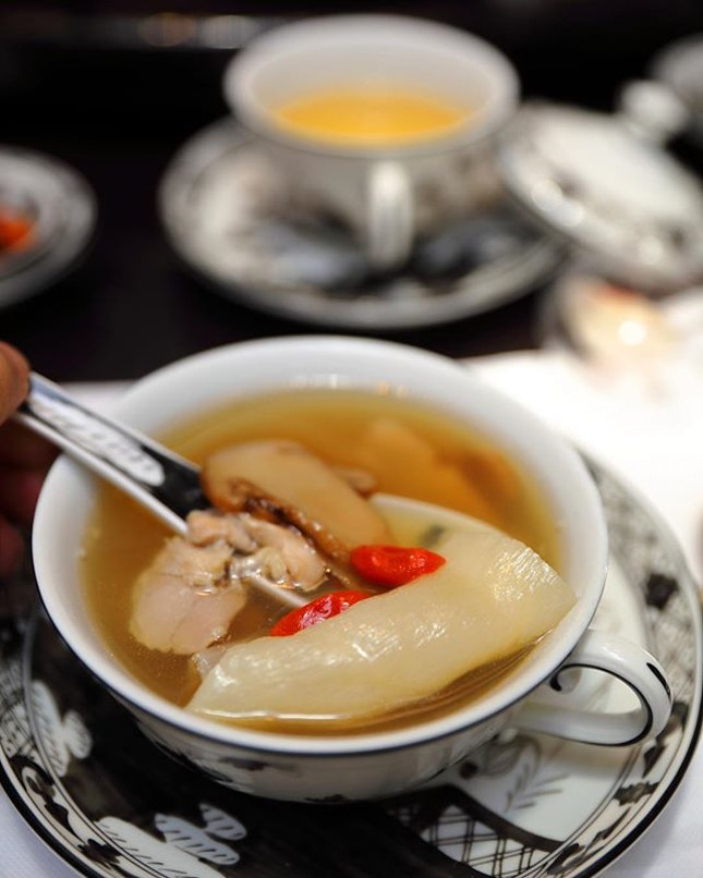 [Summer Pavilion] - The Double-boiled Chicken and Sea Whelk Soup with Fish Maw and Matsutake Mushroom is both comforting and nourishing.