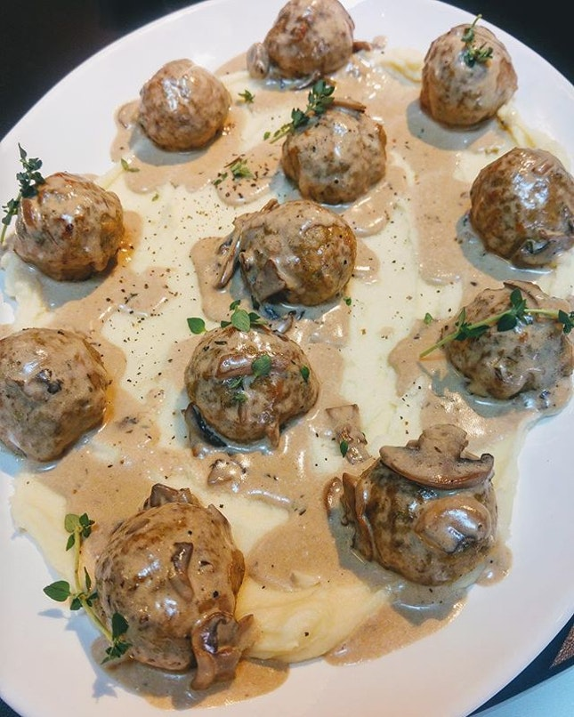 [Club Meatballs] - The Baller Platter ($25-$35) comes in a choice of signature balls - classic beef, ginger pork, garlic thyme chicken, cumin spiced lamb, panko crusted fish, tofu and mushroom; served on a bed of mashed potatoes and topped with a selection of sauces of your choice - tomato, garlic aioli, mushroom, red wine onion gravy or pesto.