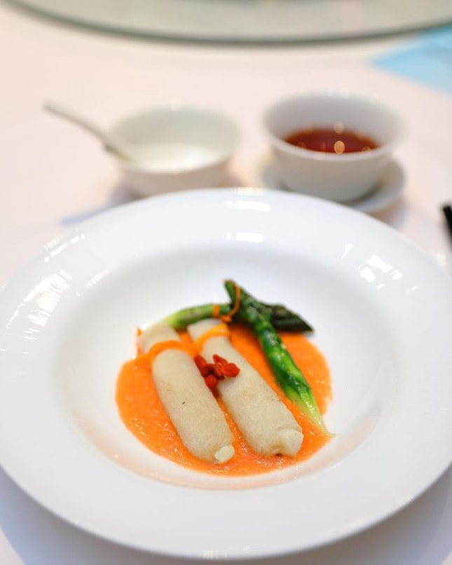 [Wan Hao] - Sauteed Asparagus with Crab Meat in Crab Roe Sauce, 双蟹芦笋竹笙卷.