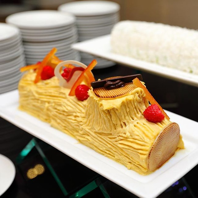 [Goodwood Park Hotel] - For the durian fans, you may not want to miss the Goodwood Mao Shan Wang Durian Christmas Log Cake ($75 for 500g).